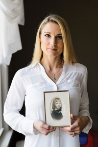 Shana Verstegen holding a photo of her mother