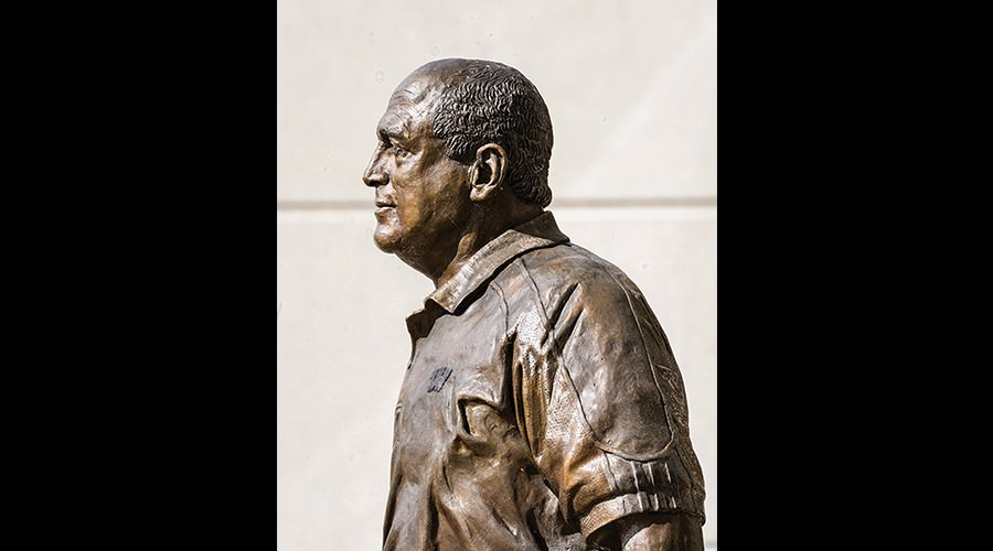 Bronze statue of Barry Alvarez.