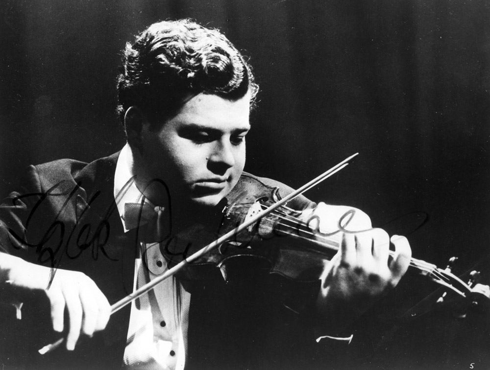 Black and white photo of a young Itzhak Perlman playing violin.