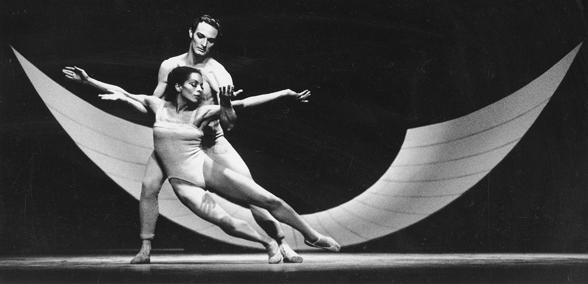 Mary Hinkson performing dance with Scott Douglas in 1966