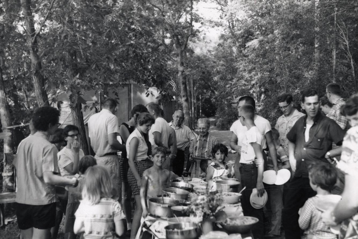 Camp Gallistella residents share dinner at a large table
